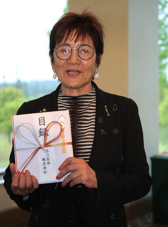 岡田美智子のエージシュートの快挙を称え、賞金30万円が贈呈された。