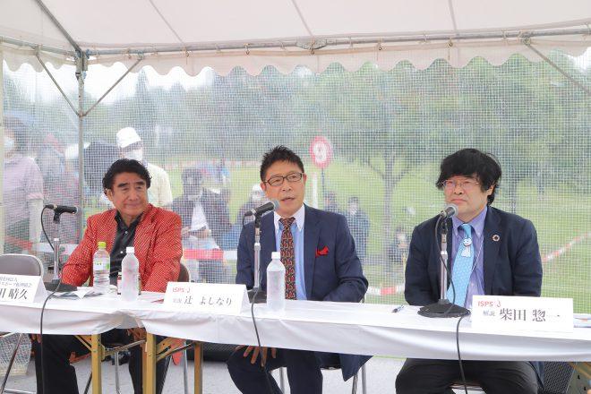 実況、解説者もプロレス中継さながらの本格派揃い。右から解説の柴田惣一、実況の辻よしなり、半田晴久会長。